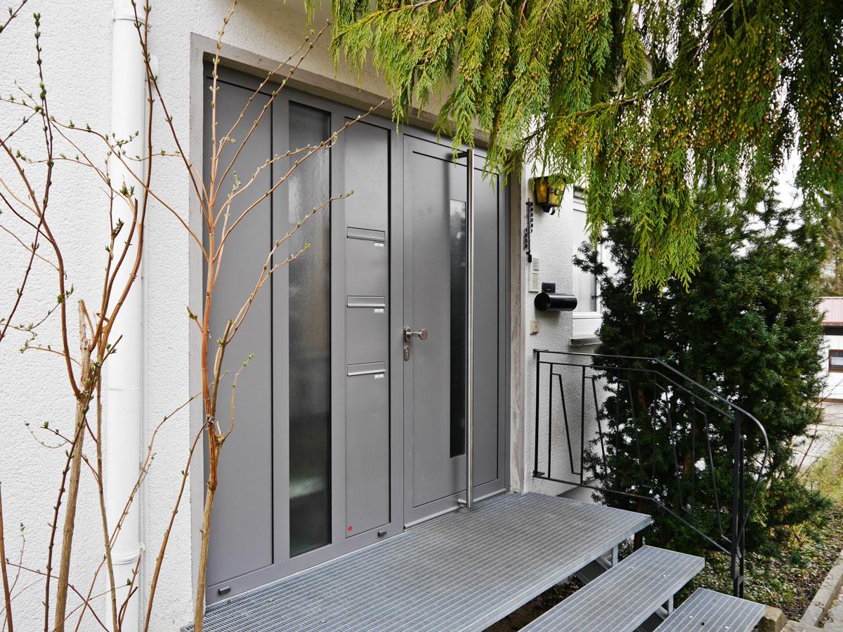 haust re aluminium zweiteilig mit briefkasten metallbau m nch gmbh brigachtal glas und. Black Bedroom Furniture Sets. Home Design Ideas